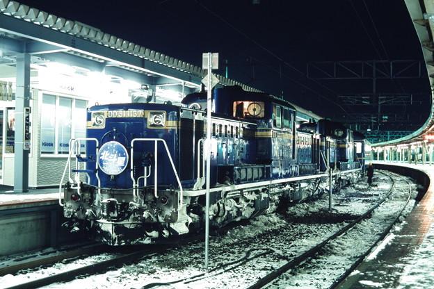 函館駅に到着した「北斗星ニセコスキー」(8006レ)