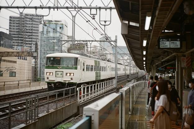 Photos: 湘南新宿ラインを行く185系回送
