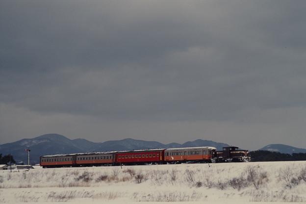 築堤を行くストーブ列車