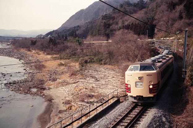 吾妻線を行く「リゾート草津2号」