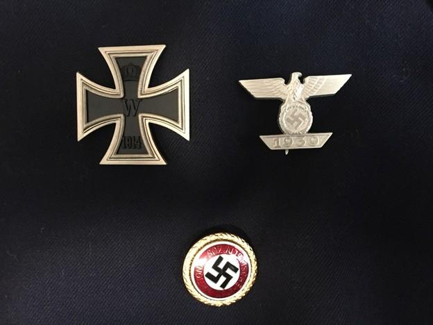 一級鉄十字章1914年とナチス党バッチ(大)と一級鉄十字略章1939年