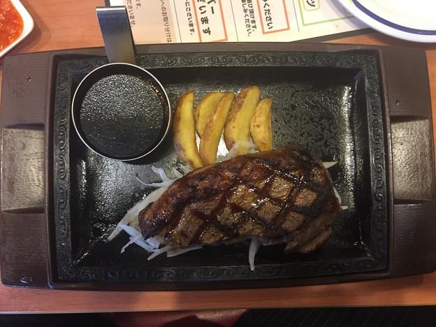 ステーキガストのビーフステーキのイチボの熟成赤身ステーキハーフポンド