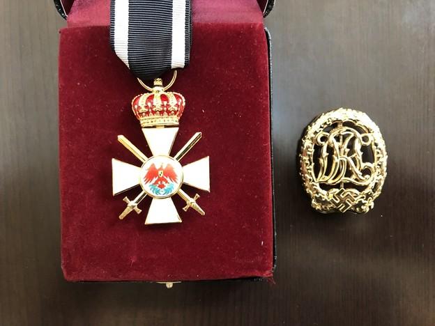 エスグラ製の赤鷲勲章3等章王冠・剣付きとDRL章