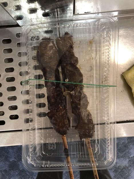 牛串焼きのジャンボ牛さがり串の塩味とたれ