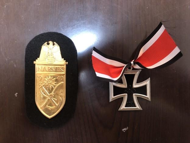 エスアンドグラフのシールド章のナルビック・金の台布の黒色と騎士鉄十字章