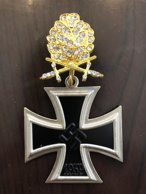 金柏葉剣付きダイヤモンド章と騎士鉄十字章