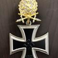 Photos: 金柏葉剣付きダイヤモンド章と騎士鉄十字章