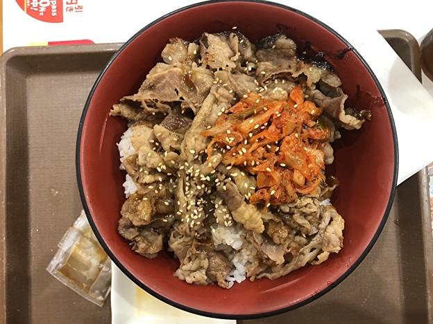 すき家の牛丼のキムチ牛カルビ焼丼の大盛り