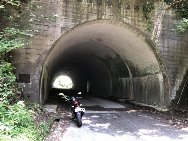 高滝ダムから大多喜の途中のトンネル