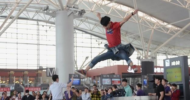 西安空港でフラッシュモブ? (13)
