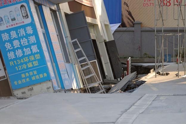 杭州 傾いたガソリンスタンド (2)