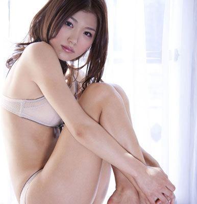 丸みをおびた体が美しい女性 (3)