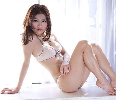 丸みをおびた体が美しい女性 (5)
