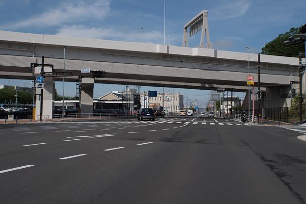 早朝ウォーキング【横浜北西線:東方町交差点】