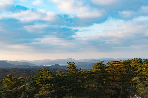 10鳥取・島根旅行【バスからの眺め:山側は日差し】