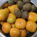 写真: 平種無し柿とキウイ