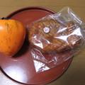 頂いた大きな柿とあんこ入りのパイ生地のパン