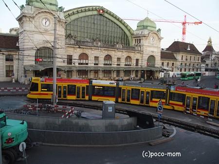 バーゼル中央駅前 トラム P1010001