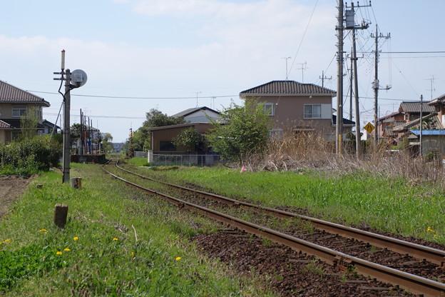 昼下がりの線路端