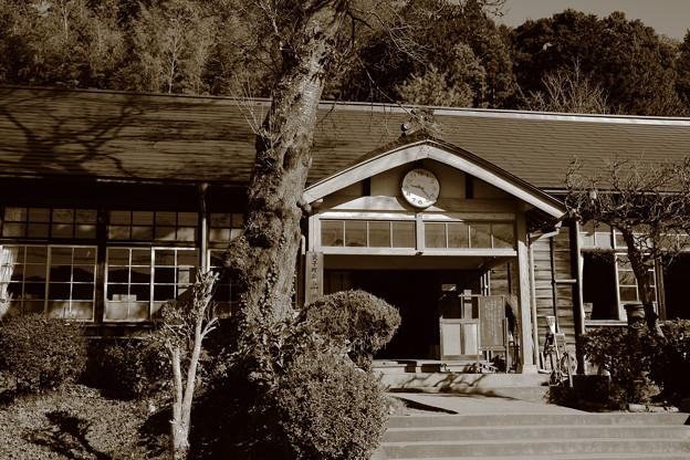 旧上岡小学校 玄関