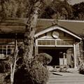 Photos: 旧上岡小学校 玄関