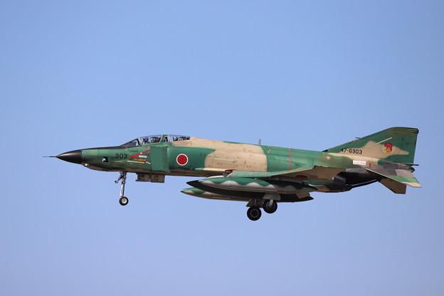青空に映えるRF-4E