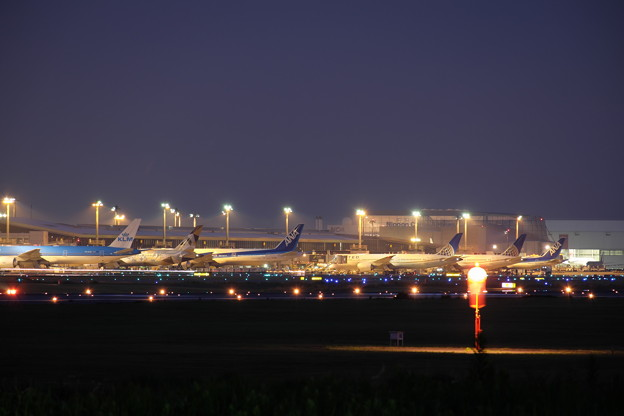 Photos: Airport at Night
