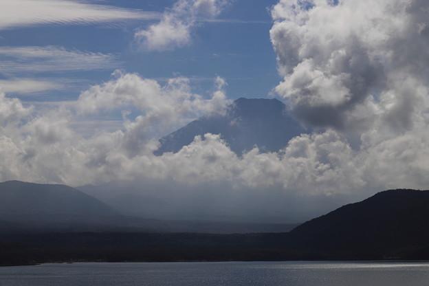Photos: 頭を雲の上に出し~♪