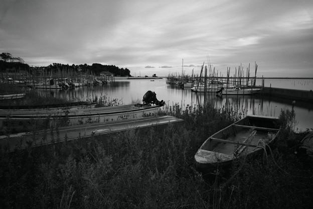 うらぶれた秋の漁港にて