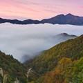 Photos: 露寒に山は彩る