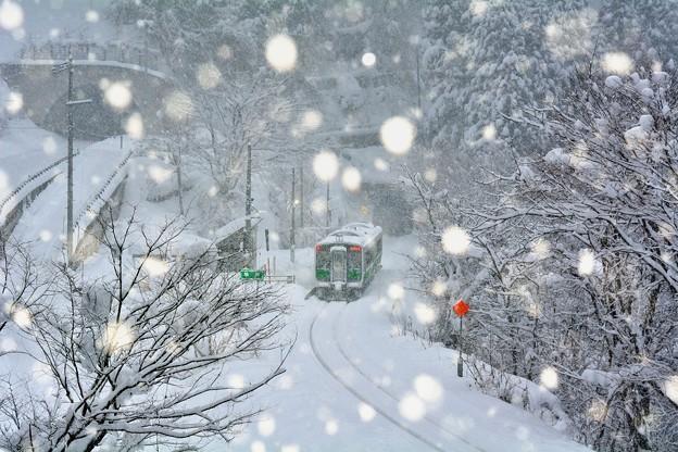 そほふる雪の無人駅