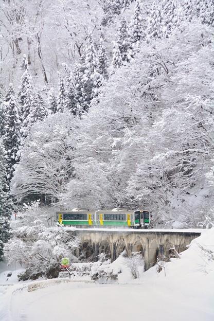 驟雪ヲ行ク