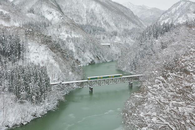 雪峡ヲ行ク