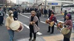 朝鮮太鼓叩いて 朝鮮人同士の衝突を 日本国内に持ち込む 朝鮮人 …