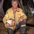 オーストラリア … 疲れはて仮眠の 消防士 … ひつじの 避難誘導する ボーダーコリー  …  早く鎮火しますように2