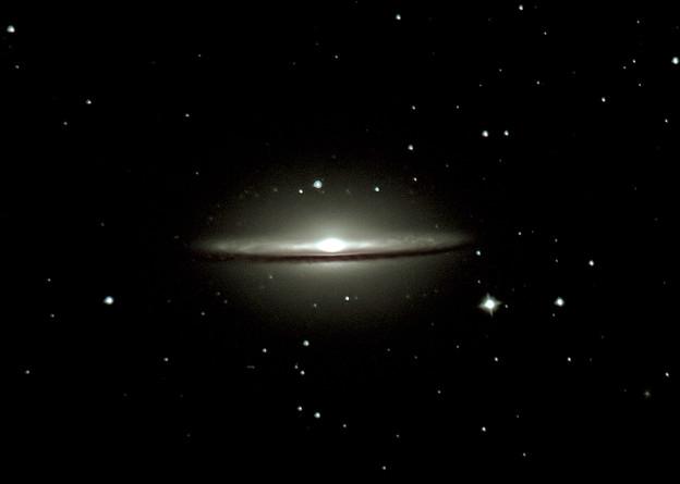 M104 ソンブレロ銀河