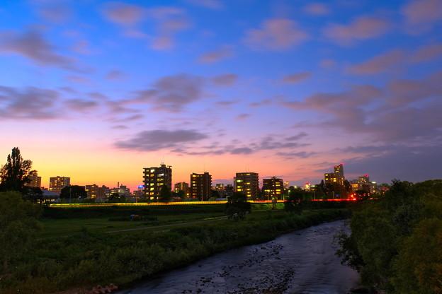 夕闇の豊平川