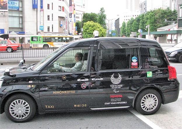 日本のタクシー?