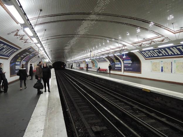 パリの地下鉄駅