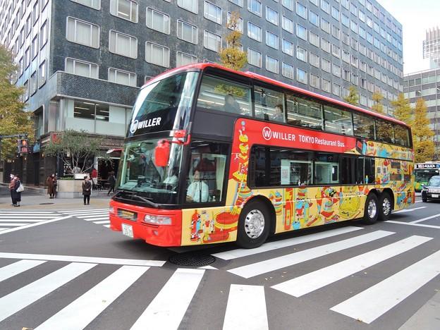 TOKYO Restaurant Bus