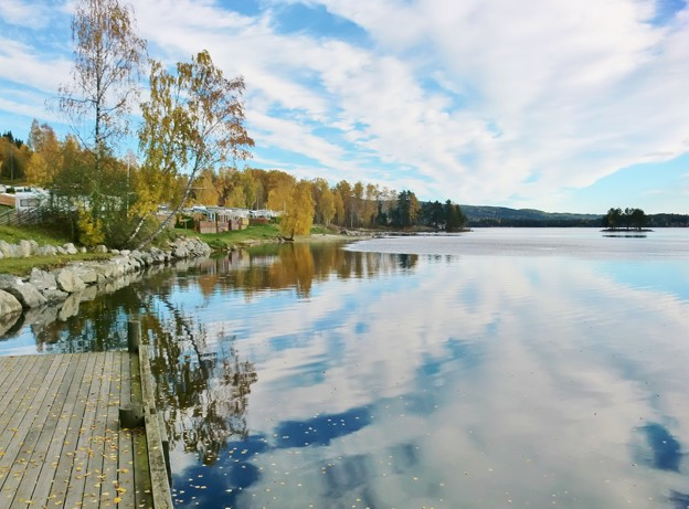 湖畔の景色