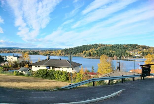 湖のある風景