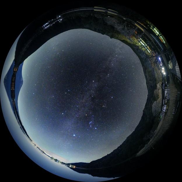 田貫湖の夜 ― 富士山 ― 冬の天の川 魚眼風210度