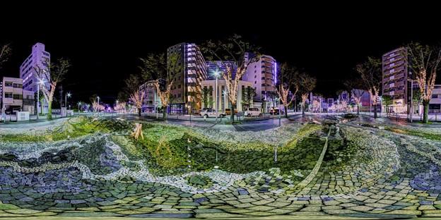 青葉シンボルロード イルミネーション 360度パノラマ写真 (「水流彫刻の水路」)