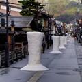 Photos: 飛騨古川 雪像ろうそく 真宗寺山門付近
