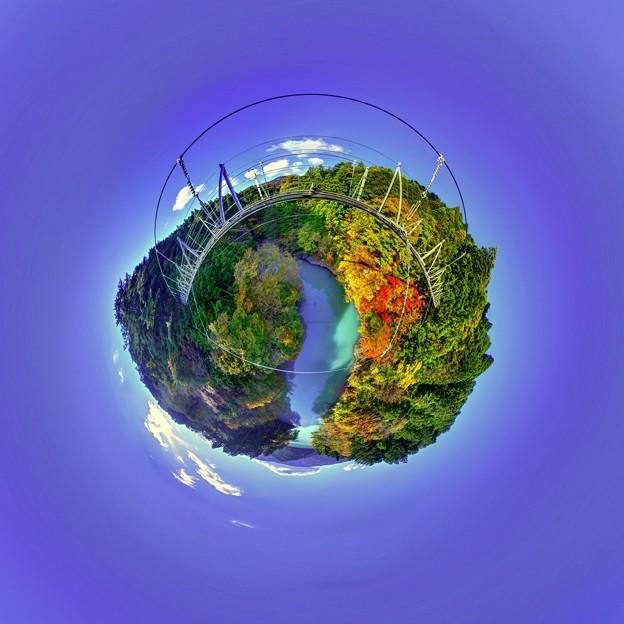 Photos: 井川湖 夢の吊橋 紅葉 Little Planet