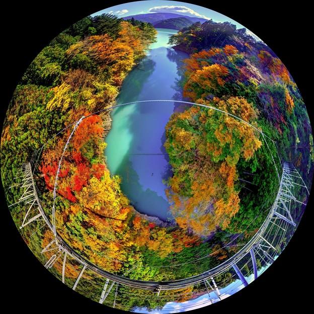 眼下の紅葉、井川 夢の吊橋
