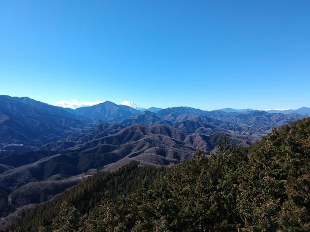 石老山付近の尾根から富士山
