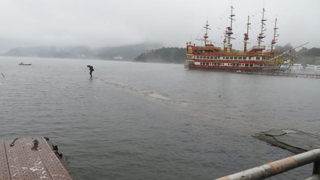 芦ノ湖の釣り人