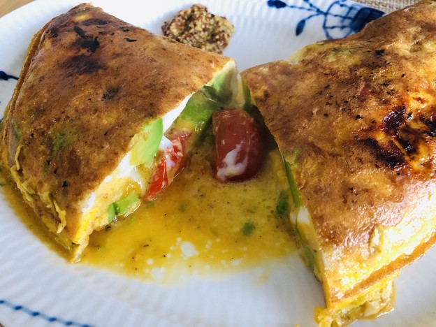 """Omelette with avocado and Cherry Tomatoes"""